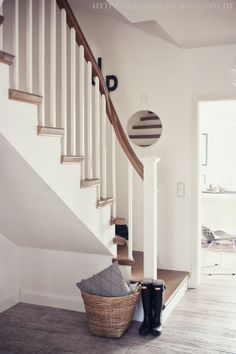 butiksofie: decoration - Decoration Wedding and Home Interior Architecture, Interior And Exterior, Interior Design, Cottage Stairs, Sofa Shop, Hallway Decorating, Scandinavian Interior, Stairways, Home And Living