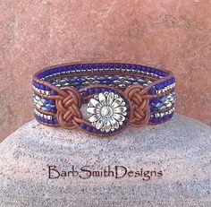 Blauw kobalt zilver kralen leer Wrap manchet door BarbSmithDesigns