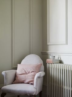 Our Scrunch cushion featured in this Pearl shot by @potsofpaint