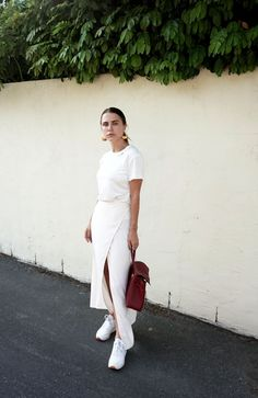 10 Perfect Ways to Wear a White T-shirt: White Tee + White Wrap Skirt + White Sneakers. More on the blog now!