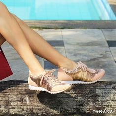 FALL IN LOVE. Os tênis Tanara vão conquistar seu #tanarasummer #love #shoes #fashion #shine