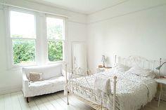 White Wrought Iron Bed. Weißes SchlafzimmerSchöne ...