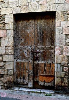 Architecture - Medieval studded door. Porte cloutée médiévale. Villefranche de Conflent, France. ©Dorian Garnier