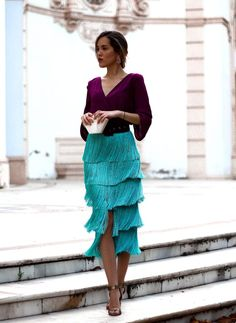 22 a catchy color block wedding guest outfit with a purple blouse, a turquoise fringe midi, a black belt and metallic shoes - Weddingomania Classy Outfits, Chic Outfits, Spring Outfits, Look Fashion, Womens Fashion, Fashion Design, Fashion Wear, Winter Fashion, Dress Skirt