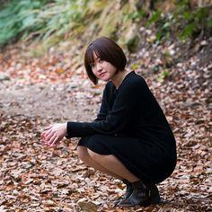 【mecchan1217】さんのInstagramをピンしています。 《『 そのときを待つ 』 . . 待ってるだけじゃなく行動しなあかんなぁ😆 . 今日は 同期とそんな話をしながら 鶏肉をたくさん食べました🐓コケッ . . *Photographer  @mphoto_jp さん #ポートレート #ポートレイト #ポートレート女子 #被写体  #写真好きな人と繋がりたい #カメラ好きな人と繋がりたい #ファインダー越しの私の世界 #撮影 #作品撮り #ヘア #ショート #自然 #森 #緑 #落ち葉 #クール #兵庫 #portrait #photography #nature #love #instagood 😋》