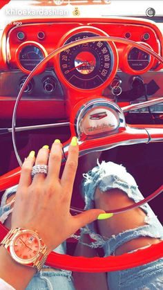 Kardashian sisters cruise open road in red classic Chevrolet Bel Air - Trend Haarstyling Männer Feines Haar 2019 Neon Yellow Nails, Neon Nails, Gold Nails, Khloe Kardashian Nails, Kylie Nails, Kardashian Fashion, Chevrolet Bel Air, Classic Chevrolet, Nail Polish Designs