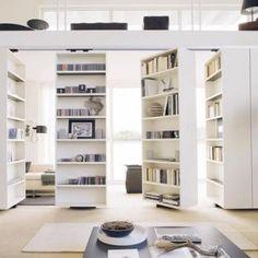 Bibliothèque Vista chez Albed, Elle coulisse, pivote, meuble et sépare les espaces dans la maison, blanc, rangement astuce