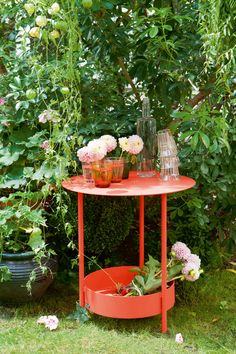 The Fermob Salsa Table features a low shelf. Perfect for use as a plant stand, mini bar or side table. Mini Bars, Patio Decorating Ideas On A Budget, Interior Decorating, Aluminum Patio, Patio Umbrellas, Bistro Set, New Home Designs, Small Tables, Garden Furniture