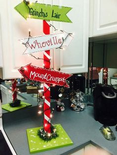Grinch Christmas Party, Christmas Signs, Christmas Projects, Christmas Themes, Christmas Crafts, Grinch Party, Christmas Holiday, Christmas Parade Floats, Christmas Decorating Themes