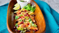 Laksesashimi med soyadressing Raw Food Recipes, Healthy Recipes, Comfort Food, Looks Yummy, Ceviche, Sashimi, Fish And Seafood, Frisk, Nom Nom