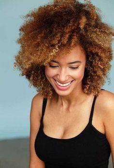 Doğal Kısa Kıvırcık Saç Modelleri