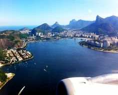 Airport View - Rio de Janeiro Santos Dumont (SDU) Rio de Janeiro's domestic airport a stone's throw from the city centre offers breathtaking views of the city during any take-off and landing. This is one airport you definitely want to have a window seat for!
