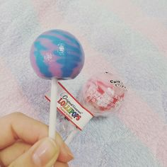 舐めごたえハンパない でかいけど色すごいけど美味しい チュッパチャプスの値段倍ちょい #originalgourmet#lollipops #コットンキャンディ by kismyko