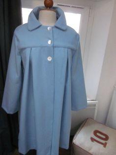 Manteau AGLAE en lainage à chevrons ciel fermé par 3 boutons de nacre (2)