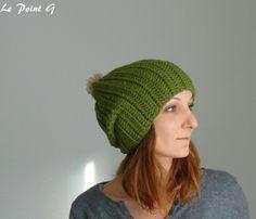 Bonnet long vert chiné et son pompon beige : Chapeaux par lepointg