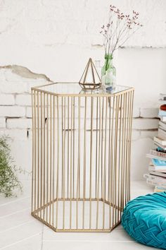 It's no surprise that this gold accent table has stolen our hearts.