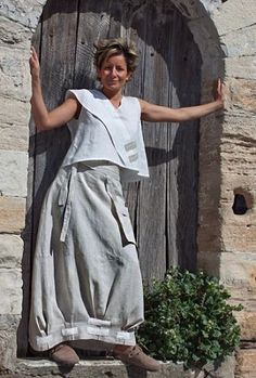 Spirit of Provence for this pure linen outfit:<br /> Short white top that shows a high waisted long skirt( skirt sold out)<br /> Fall Fashion Outfits, Mode Outfits, Skirt Outfits, Skirt Fashion, Autumn Fashion, Ethnic Fashion, Boho Fashion, Womens Fashion, Fashion Design