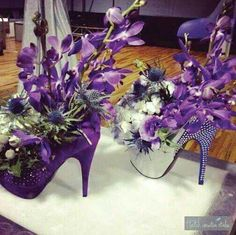 I'd change the colors to red for my wedding centerpieces! I'd change the colors to red for my wedding centerpieces! Party Centerpieces, Floral Centerpieces, Floral Arrangements, Wedding Decorations, Table Decorations, Purple Centerpiece Wedding, Purple Party Decorations, Centerpiece Ideas, Ikebana