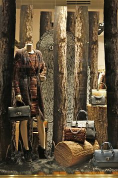 Mulberry / New York / Autumn / window / display / trees / wilderness / woodland / layering Fashion Window Display, Window Display Retail, Window Display Design, Fall Window Displays, Merchandising Displays, Store Displays, Vitrine Design, Decoration Vitrine, Clothing Displays