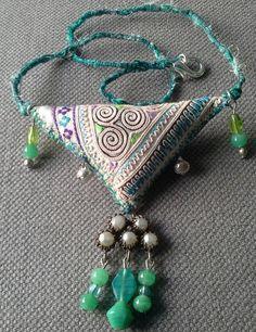 Collier/Pendentif textile esprit bohème. Création par VeronikB                                                                                                                                                     Plus