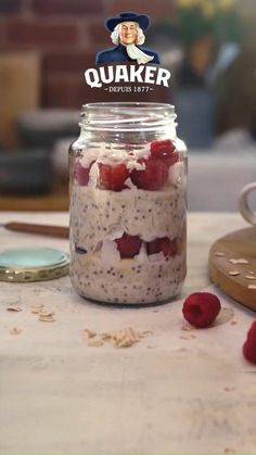 Wake up to Quaker Raspberry Coconut Overnight Oats. A delicious breakfast recipe Overnight Oats Receita, Quaker Overnight Oats Recipe, Raspberry Overnight Oats, Delicious Breakfast Recipes, Yummy Food, Tasty, Quick Healthy Snacks, Healthy Drinks, Smoothies