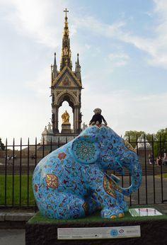Mooch monkey at the London Elephant Parade - 182Fatima.