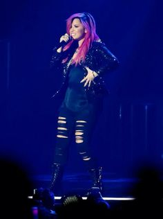 Demi en Susquehanna Bank Center in Camden, New Jersey #NeonLightsTour 01-03-14