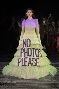 See all the looks of the show Runway Fashion, Fashion News, Victor And Rolf, Viktor Rolf, Pretty Dresses, Ball Gowns, Couture, Formal Dresses, Fashion Design