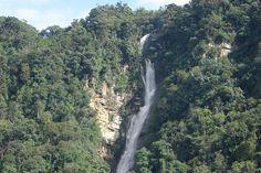 Cascada en la via hacia Jaji Merida, Venezuela by aquileszambrano    Venezuela Jaji waterfall