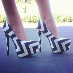 Point The Way Zigzag Platform Pumps
