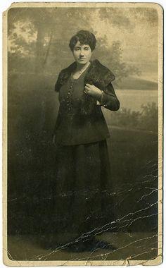 Rosalía de Castro, nunha imaxe que pode ser a mellor descuberta ata o de agora, cunha muller lanzal, fachendosa, dona de si mesma. Lean o artigo de Ramón Torrado, o da descuberta, en Certo.es