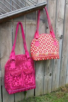 This beautiful bag pattern designed by Sew Sweetness is availablein two sizes, large and small. The smaller Bye Bye Love Bag is a quick sew and features