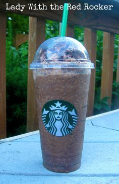 I just DIED.  {DIY} *Starbucks* Mocha Cookie Crumble Frappucino {Save $$$}