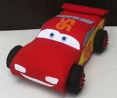 Boneco Relâmpago McQueen de feltro com 30cm de comprimento. Tags: carros, cars, Disney, McQueen, Relampago, lightning, personagem, handmade, artesanato, felto, felt, DIY