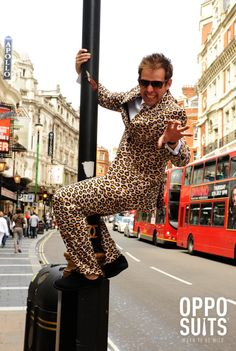 OppoSuit Jaguar. Jakkesæt med jaguar mønster | Køb et jaguar Jakkesæt. #jaguar #dress #jakke #herremode #moderne #jaguar