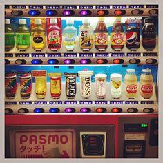 was ich vermissen werde (I) #getränkeautomat #vendingmachine endlich mal was anderes als #cola #greentea #grüntee #calpis #litchiandsalt an jeder #ecke #ume #pflaume #japan #getränke #drinks #beverages #Padgram