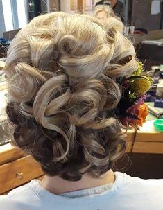 Long Hair Styles, Flowers, Beauty, Long Hair Hairdos, Cosmetology, Long Hairstyles, Flower, Long Haircuts, Long Hair Dos