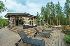 Finnish homes and interior design are known from their elegant association with functionality and being close to the surrounding nature. This holiday paradise Luxury Log Cabins, Building Materials, Finland, Perfect Place, Terrace, Architecture Design, Villa, Iso, Mansions