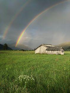 Ein imposantes Naturphänomen erstrahlt über das Salzachtal. #bergevollerschätze #mountainsfulloftreasures #piesendorfniedernsill Zell Am See, Mountains, Nature, Travel, Best Ski Resorts, Salzburg Austria, Kaprun, Hiking Trails, Ski