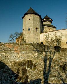Nenapadá vás, kam si zajet udělat krásný výlet? A co české hrady? Ukážeme vám 30 nejkrásnějších hradů v ČR, které stojí za to navštívit. Monument Valley, Nature, Travel, Viajes, Traveling, Nature Illustration, Off Grid, Trips, Mother Nature