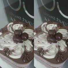 All done and ready to go. RAW  V  E  G A N CHEESECAKE. #lovemyjob #rawdessert #mindfuleating #goodfood #rawfood #sweettreat #vegansoninstagram #veganinspiration #mydubaipics #instafoodie #instagramers #fitfam #choco #chocolatelover #rawcacao #glutenfree #glutenfreevegan #dairyfree #paleoindubai #paleobites #vegansindubai #cakes by cocoyogo