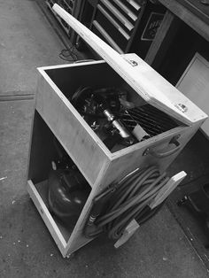 Compressor cart by BRICKamsterdam
