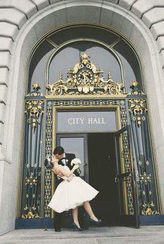 The kiss — San Francisco, City Hall.