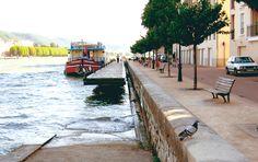 Une grande simplicité de traitement paysager pour cette agréable halte fluviale sur les quais du Rhône à Sainte Colombe.  Ménard Paysage & Urbanisme: Maîtrise d'oeuvre complète.