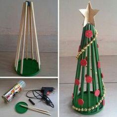 Dicas de Artesanato com Hashi Diy Felt Christmas Tree, Christmas Ornament Crafts, Homemade Christmas Gifts, Christmas Art, Holiday Crafts, Alternative Christmas Tree, Christmas Activities For Kids, Kegel, Felt Diy