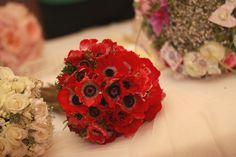 Ramo tipo bouquet, anémonas rojas.