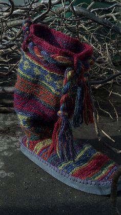 Ravelry: Chukchi: Crochet Mukluks & Slipper Socks pattern by Erssie