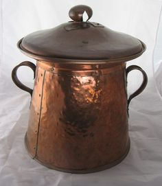 Arts and Crafts copper coal bin with lid Copper Pots, Copper Kitchen, Copper And Brass, Antique Copper, Bronze, Copper Decor, Arts And Crafts Movement, Metal Jewelry, Metals
