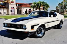 Ford Mustang Mach 1 & the terror of the sprints of his time, that was a dream for many people. This beautiful piece comes from the year 1971 and has a engine under the hood, 429 cu. 1972 Mustang Mach 1, Ford Mustang Shelby Cobra, Ford Mustang Shelby Gt500, Mustang Cars, Chevy Diesel Trucks, Ford Trucks, 4x4 Trucks, Chevrolet Trucks, Chevrolet Impala