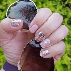 Mani Monday! Thanks to Jamberry I have pretty nails everyday  #floralfusionjn #mayssejn #daydreamjn #bachelorettejn #igetpaidtohaveprettynails #jamberry